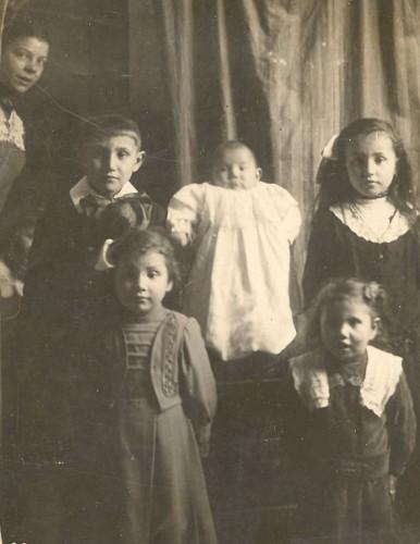Num 3 Famille Luc vers 1919.jpg