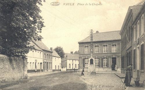 VAULX PLACE DE LA CHAPELLE réduit.jpg