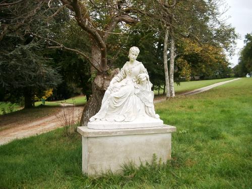 Marie CROMBEZ épouse Tocqueville parc de Montmort bis.jpg